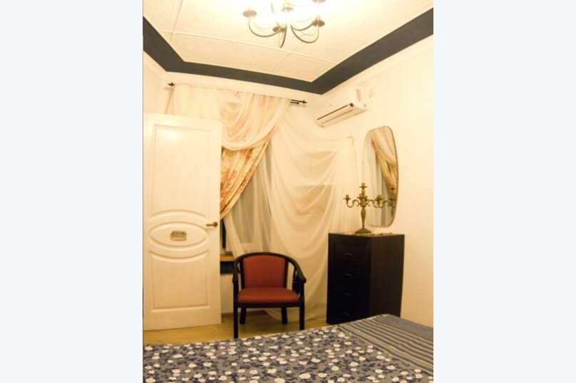 "Гостевой дом ""Маяк"", улица Комарова, 19А на 6 комнат - Фотография 1"