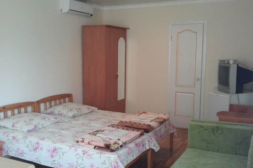 "Гостевой дом ""Маяк"", улица Комарова, 19А на 6 комнат - Фотография 2"