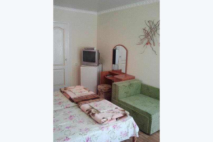 "Гостевой дом ""Маяк"", улица Комарова, 19А на 6 комнат - Фотография 12"