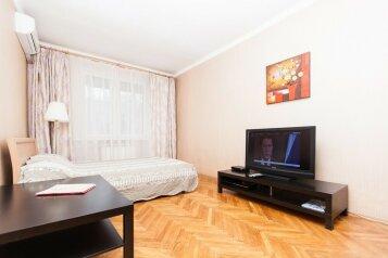 2-комн. квартира, 54 кв.м. на 6 человек, Оружейный переулок, 5, Москва - Фотография 1