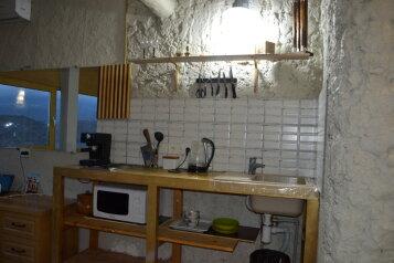 1-комн. квартира, 40 кв.м. на 3 человека, улица Богдана Хмельницкого, 17, Алушта - Фотография 1