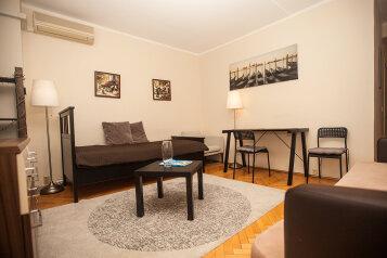 2-комн. квартира, 41 кв.м. на 4 человека, Садовая-Триумфальная улица, 18-20, Москва - Фотография 1