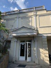Отель, улица Леси Украинки, 16 на 33 номера - Фотография 1