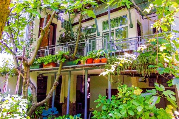 Дом в Ялте с палисадником на 8 -10 чел (max 12 чел), 130 кв.м. на 12 человек, 4 спальни, улица Кирова, 92, Ялта - Фотография 1