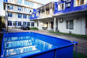Гостевой дом, Центральная улица, 27А на 10 номеров - Фотография 1