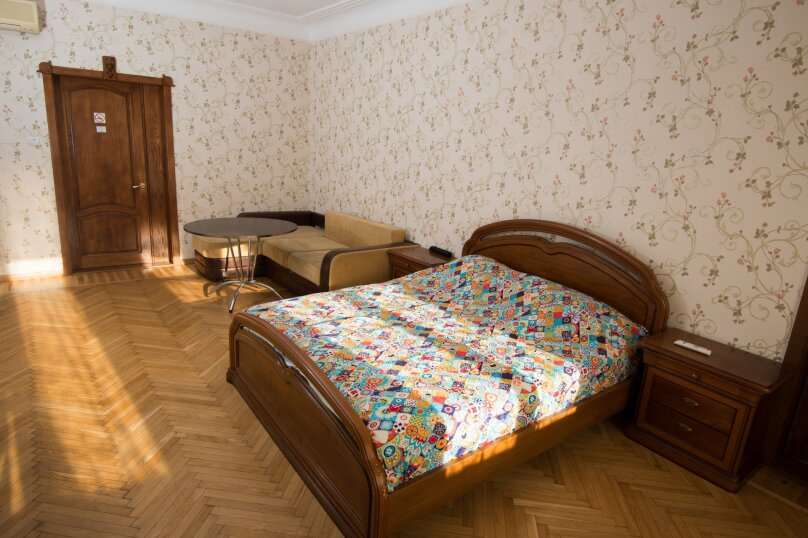 Большой семейный номер, Базовская, 18, Краснодар - Фотография 1