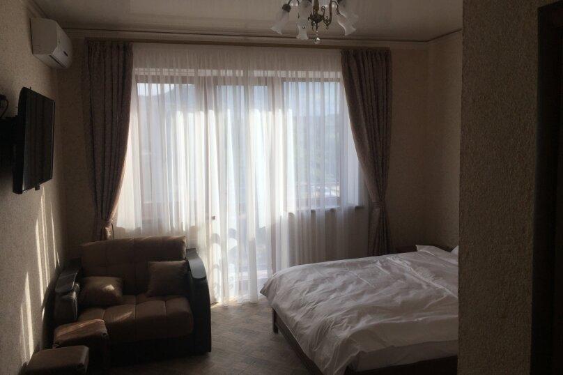 Полулюкс трёхместный, улица Ленина, 118С, Коктебель - Фотография 1