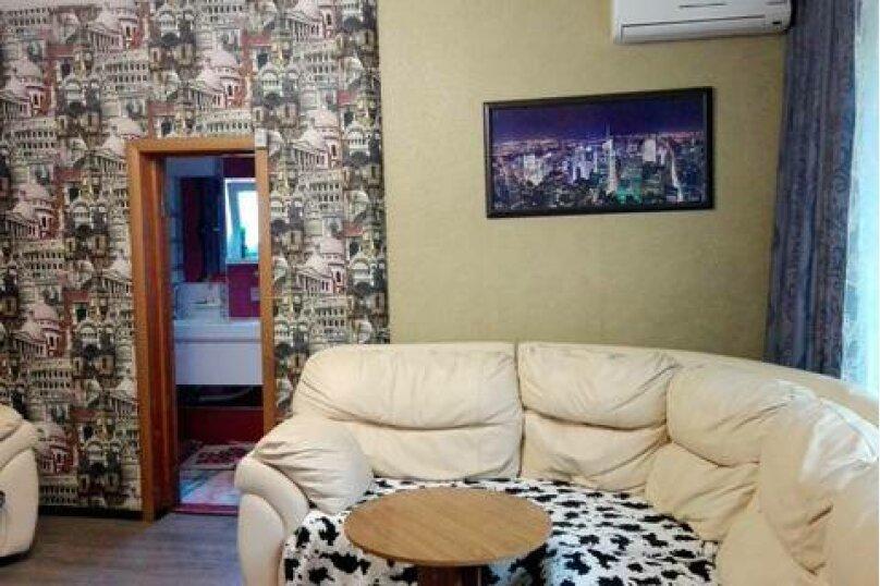 Двухкомнатный этаж «под ключ» (первый этаж), Черноморская улица, 7А, Ольгинка - Фотография 1