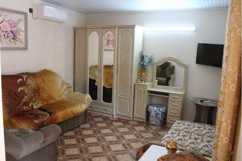 2 отдельных номера(один номер на 3-4 человека) со своей кухней на втором этаже., улица Шершнёва, 5, Коктебель - Фотография 6