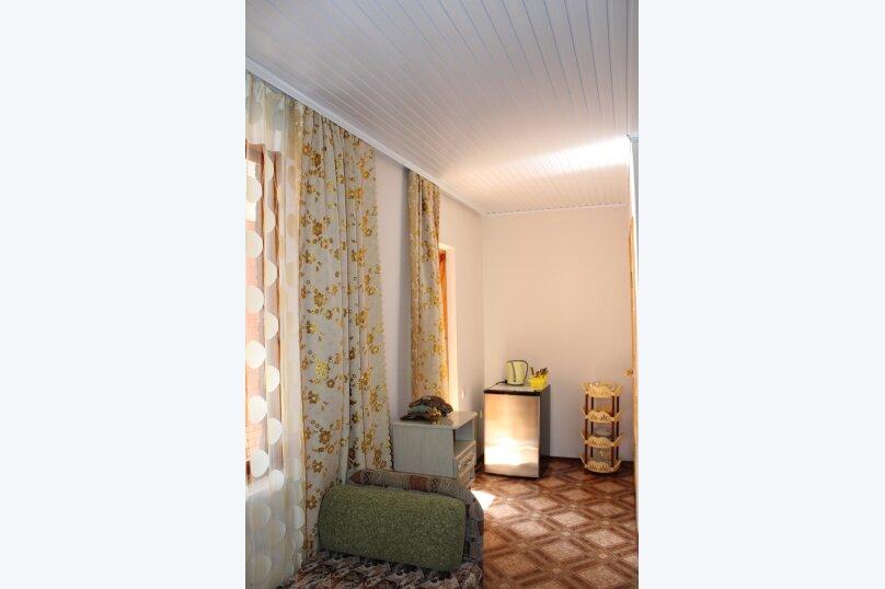 2 отдельных номера(один номер на 3-4 человека) со своей кухней на втором этаже., улица Шершнёва, 5, Коктебель - Фотография 7