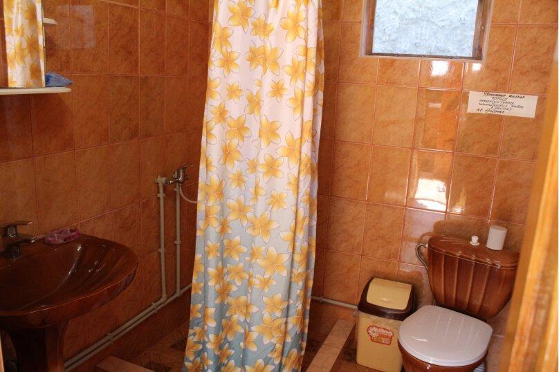 2 отдельных номера(один номер на 3-4 человека) со своей кухней на втором этаже., улица Шершнёва, 5, Коктебель - Фотография 8