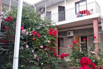 Гостевой дом , Средняя улица, 15 на 17 номеров - Фотография 1