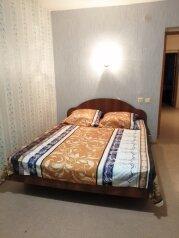 2-комн. квартира, 67 кв.м. на 5 человек, улица Ломоносова, 28, Энгельс - Фотография 1