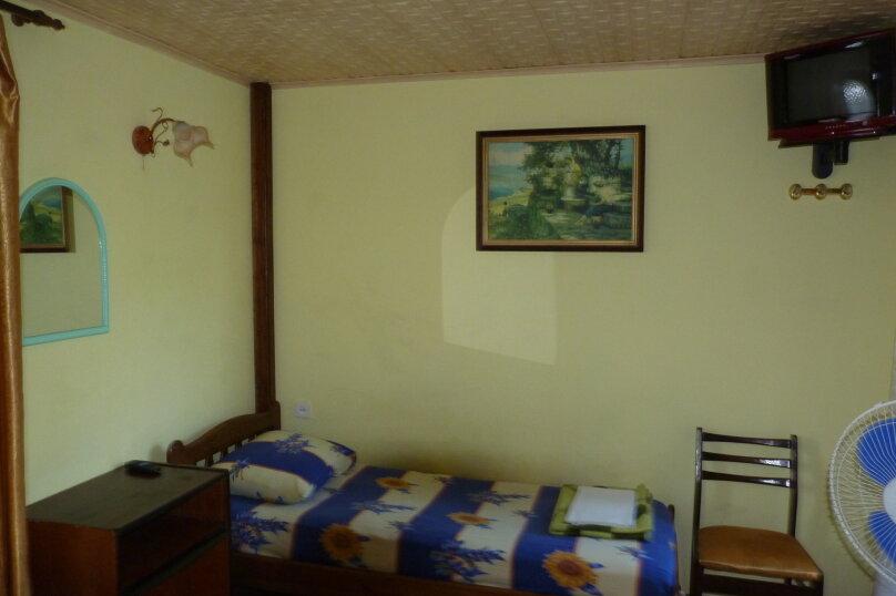 2-х комнатный номер 3+2 эконом. (Души,туалеты,умывальник,кухня во дворе), Табачная улица, 7, Солнечногорское - Фотография 1