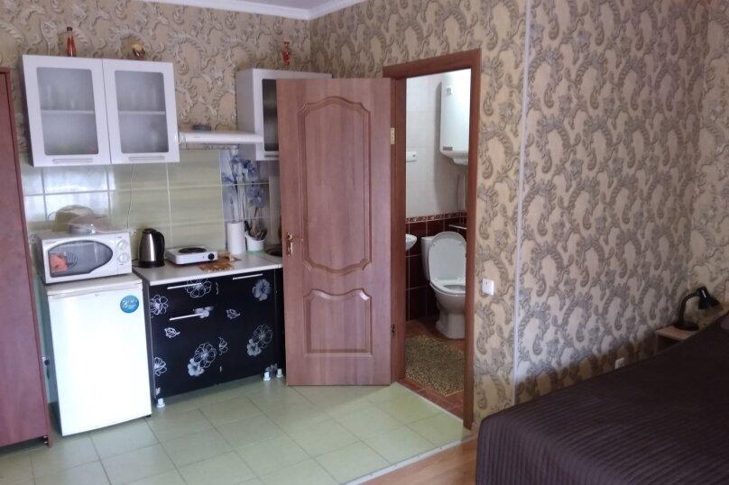 Гостевой дом в 10 минутах от моря с балконами, улица Ленина, 33/2 на 2 комнаты - Фотография 1