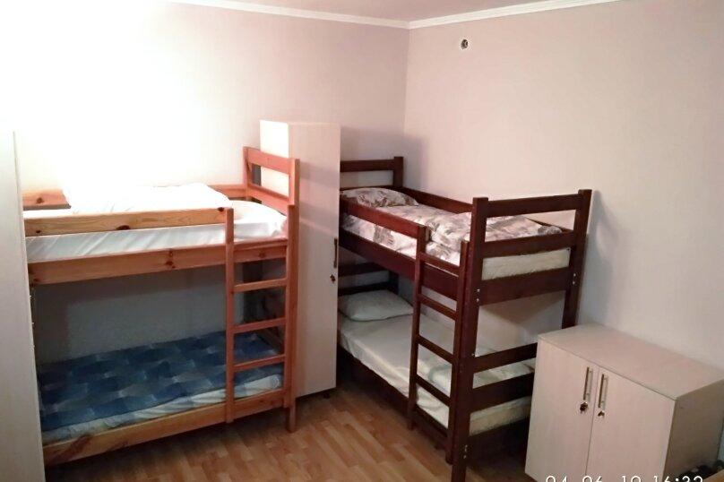 спальное место на двухъярусной кровати в женском 6-местном номере без окна , Киевская улица, 14, Симферополь - Фотография 1