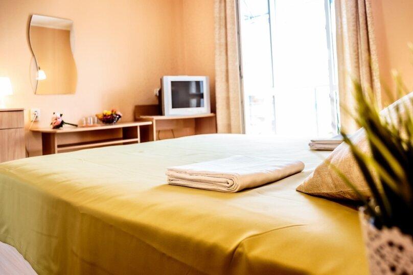 Делюкс с двуспальной кроватью, улица Леваневского, 3, Севастополь - Фотография 1
