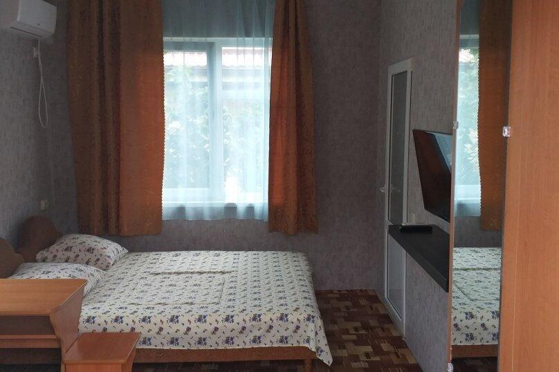 4-х местный с удобствами, улица Белинского, 9, Лазаревское - Фотография 1