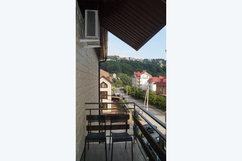 Полулюкс трехместный с балконом, улица Сьянова, 34, Лазаревское - Фотография 9