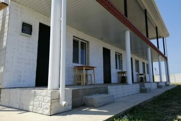 Гостевой дом, Портовая, 40 на 8 номеров - Фотография 1
