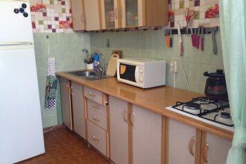 2-комн. квартира, 50 кв.м. на 6 человек, улица Нахимова, 4, поселок Орджоникидзе, Феодосия - Фотография 4