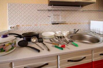2-комн. квартира, 71 кв.м. на 4 человека, улица Авиаторов, 38, Красноярск - Фотография 4
