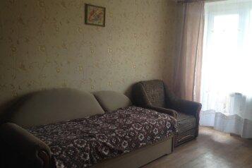 2-комн. квартира, 50 кв.м. на 6 человек, улица Нахимова, 4, поселок Орджоникидзе, Феодосия - Фотография 1