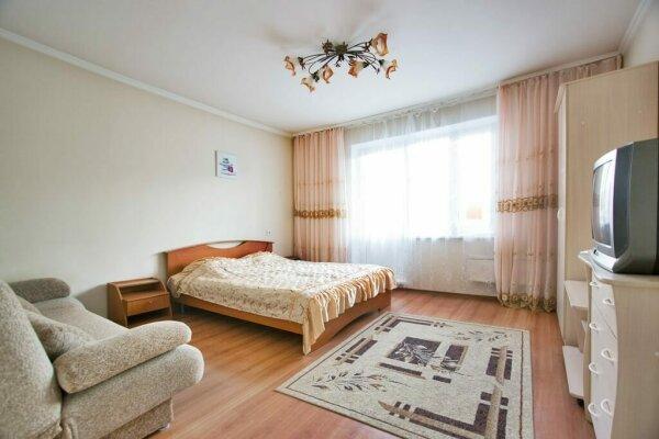 1-комн. квартира, 36 кв.м. на 4 человека, улица Батурина, 5А, Красноярск - Фотография 1
