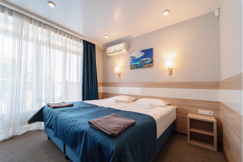 Стандартный двухместный номер с 1 двухспальной или 2 односпальными кроватями с отдельным входом, улица Ефремова, 38, Севастополь - Фотография 1
