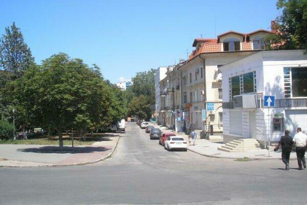 Гостевой дом, улица Сенявина, 3 на 6 номеров - Фотография 1