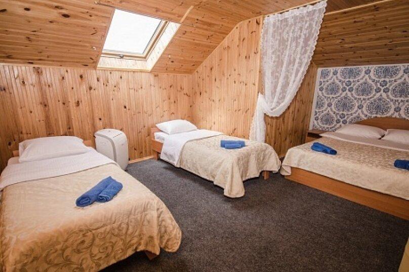 Двухкомнатный  люкс в мансарде до 7-х человек, аллея Дружбы, 82, Заозерное - Фотография 1