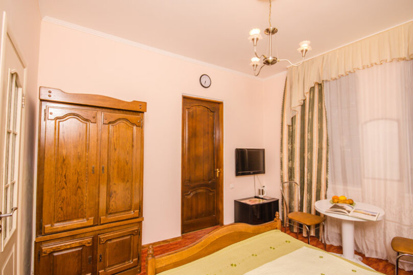 2-х местный стандарт без балкона №8, улица Коммунаров, 4, Ялта - Фотография 2