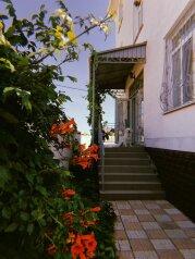 """Гостевой дом """"Вилла Марина"""", Черноморская улица, 10 на 17 комнат - Фотография 1"""