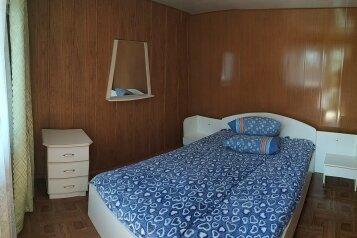 Гостевой дом  «У Валентиныча», Больничная, 12 на 8 комнат - Фотография 1