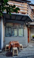 Часть дома под ключ ( 2-ой этаж), 20 кв.м. на 4 человека, 1 спальня, Прибойная улица, 8, Геленджик - Фотография 1