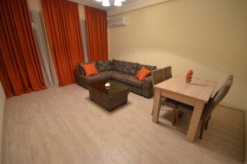 3-комн. квартира, 110 кв.м. на 6 человек, переулок Вахтанга Котетишвили, 3, Тбилиси - Фотография 1