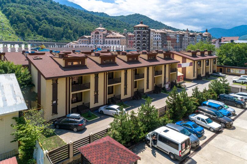 """Гостиничный Комплекс  """"Mountain Villas"""", Берёзовая улица, 106/1 на 12 комнат - Фотография 1"""