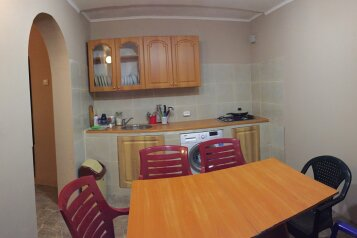 Домик-апартаменты с отдельным входом на 6-7 гостей, 75 кв.м. на 6 человек, 2 спальни, улица Ленина, 49Г, Морское - Фотография 1