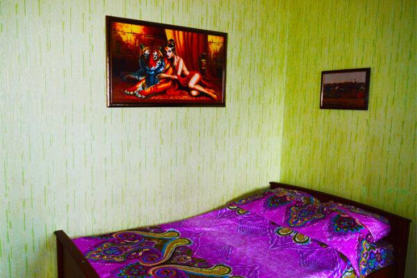 1-комн. квартира, 35 кв.м. на 4 человека, проспект Вячеслава Клыкова, 73, Курск - Фотография 1