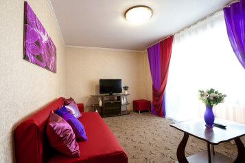 2-комн. квартира, 58 кв.м. на 6 человек, улица Карла Маркса, 146, Красноярск - Фотография 1
