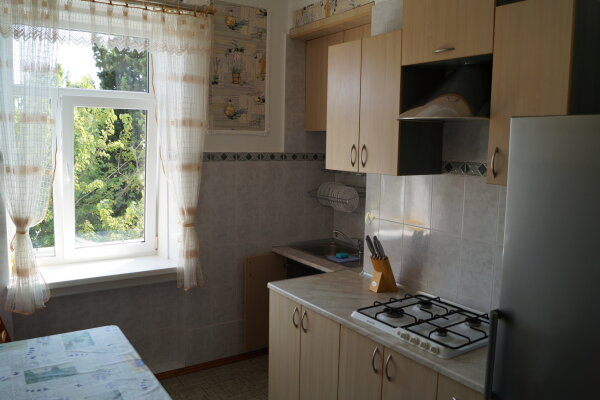 2-комн. квартира, 54 кв.м. на 4 человека, улица Ульяновых, 6, Алупка - Фотография 1