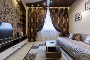 2-комн. квартира, 58 кв.м. на 4 человека, улица Ленина, 62А, Красноярск - Фотография 1