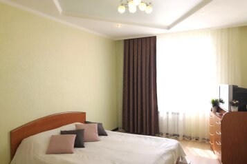 3-комн. квартира, 80 кв.м. на 10 человек, улица Сибгата Хакима, 35, Казань - Фотография 1