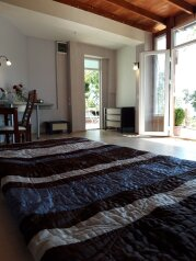 Домик в саду в арт-усадьбе, 35 кв.м. на 5 человек, 1 спальня, Солнечная улица, 13, Алупка - Фотография 2