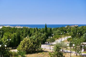 Апартаменты с видом на море и парк, улица Адмирала Фадеева, 48 на 2 номера - Фотография 3