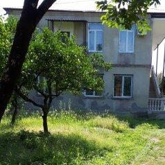 """Гостевой дом """"На Пхазария 4А"""", улица Пхазария, 4А на 4 комнаты - Фотография 1"""