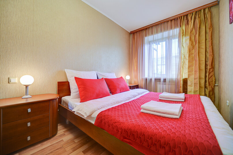 2-комн. квартира, 54 кв.м. на 4 человека, улица Энгельса, 69, Челябинск - Фотография 1