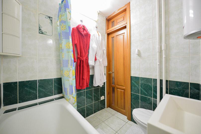 2-комн. квартира, 54 кв.м. на 4 человека, улица Энгельса, 69, Челябинск - Фотография 17