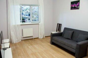 2-комн. квартира, 56 кв.м. на 6 человек, улица Мира, 25, Белый Яр - Фотография 2