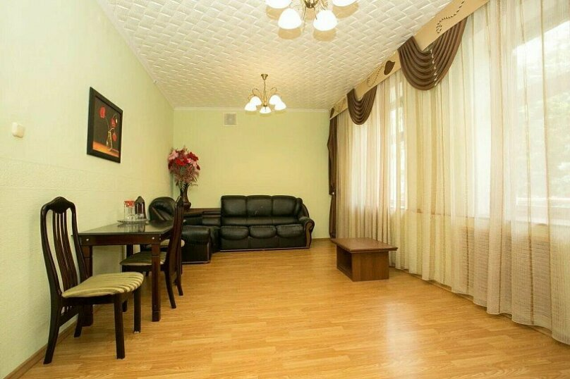 Двухместный двухкомнатный люкс (с джакузи), улица Ленина, 21, Железноводск - Фотография 1